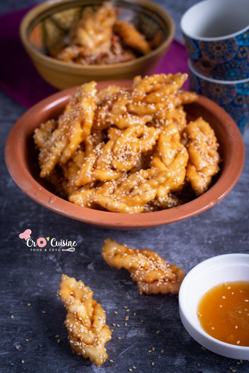 griwech pâtisserie orientale arrosée de miel et de grains de sésame