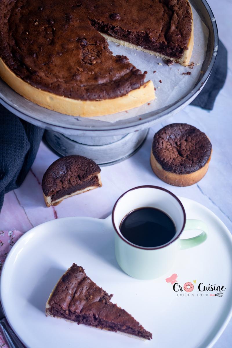 mi-cuite mi-tarte c'est la douceur du chocolat alliant le croquant d'une pâte sucrée et la douceur d'un cake mi-cuit au chocolat
