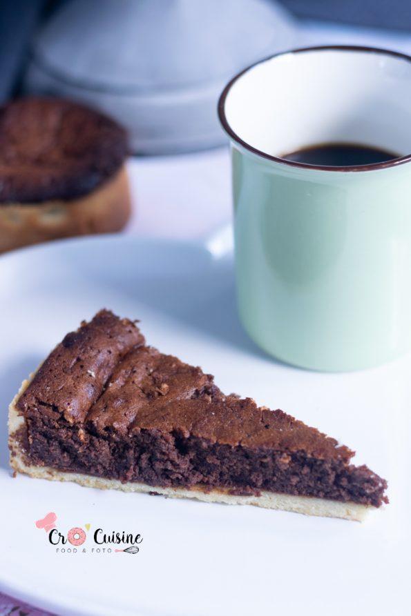 arte douceur de chocolat alliant le croquant d'une pâte sucrée et la douceur d'un cake mi-cuit au chocolat