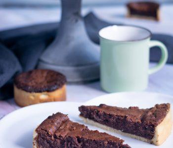 Tarte douceur de chocolat alliant le croquant d'une pâte sucrée et la douceur d'un cake mi-cuit au chocolat