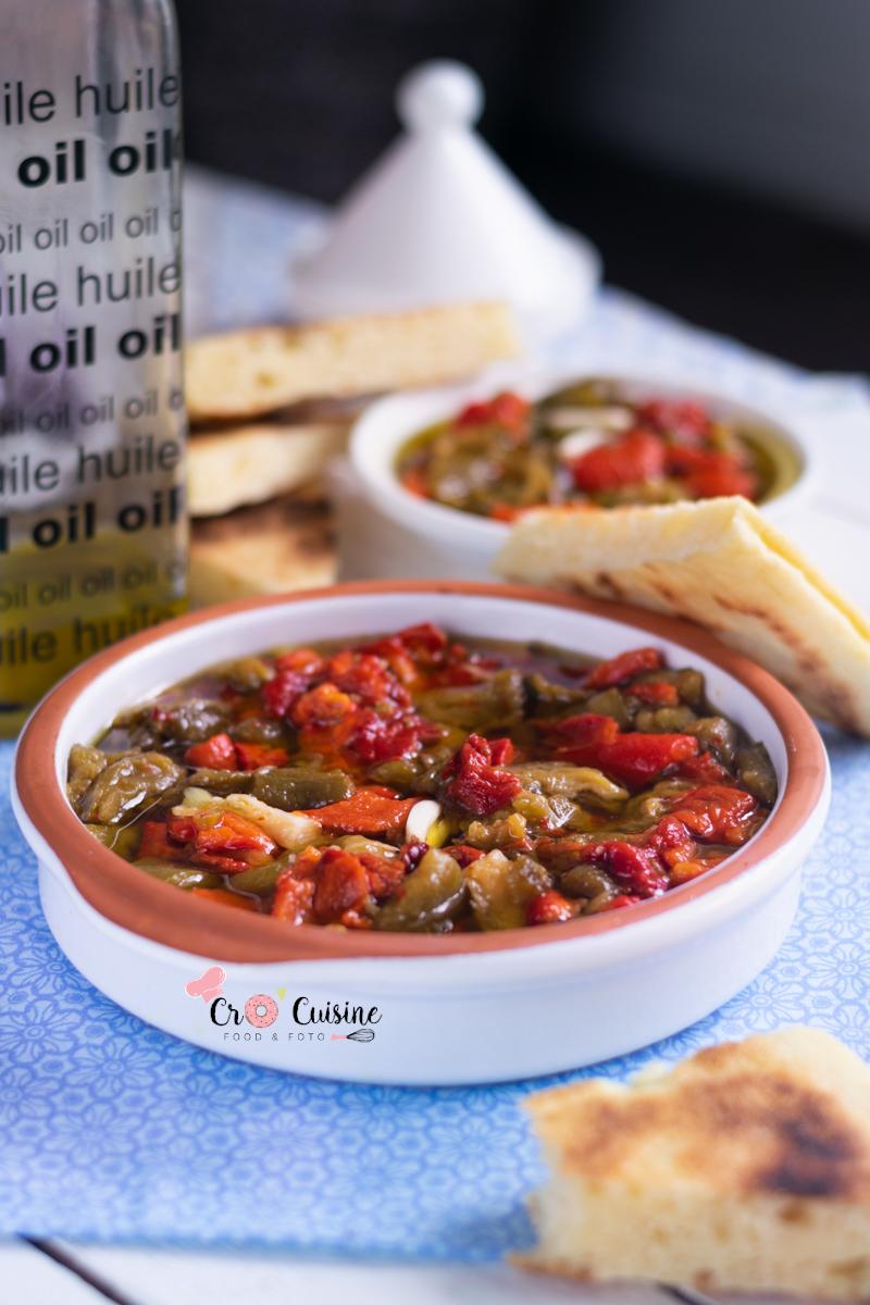 Une salade de poivrons agrémentée d'ail et d'huile d'olive. Idéale pour les barbecue party