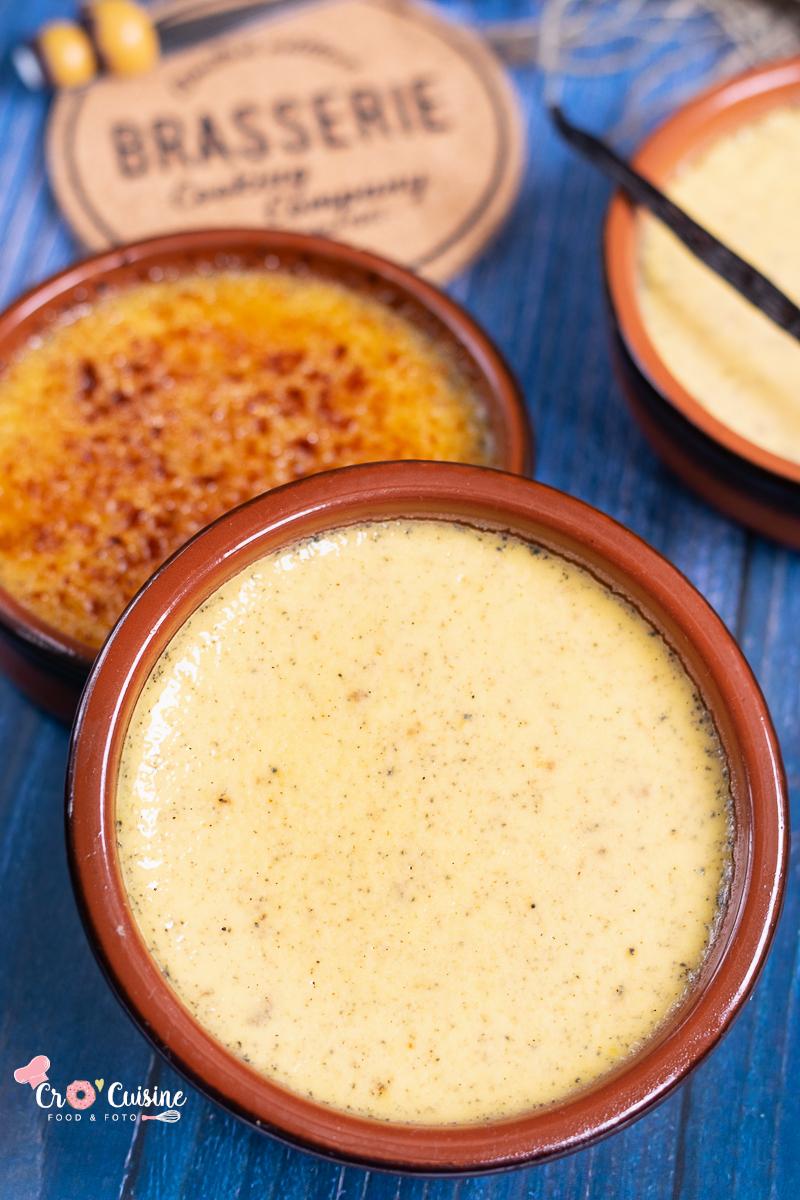 une délicieuse crème brûlée ferme et fondante à la fois, pour un voyage dans une brasserie