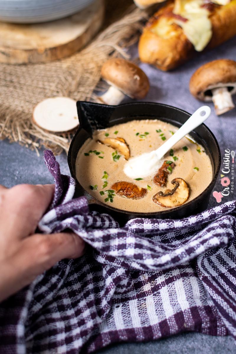 Un délicieux velouté crémeux aux champignons qui saura vous accompagner l'automne et l'hiver à table