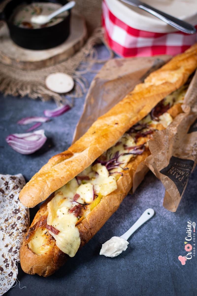 une baguette ultra-raclette gourmande et goûteuse.