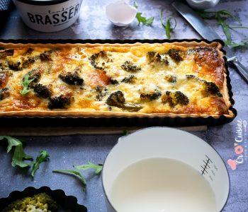une délicieuse quiche au brocoli et au saumon fumé qui s'accompagne facilement avec tout