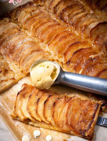 une tarte fine aux pommes à déguster pour le goûter ou autour d'un café gourmand