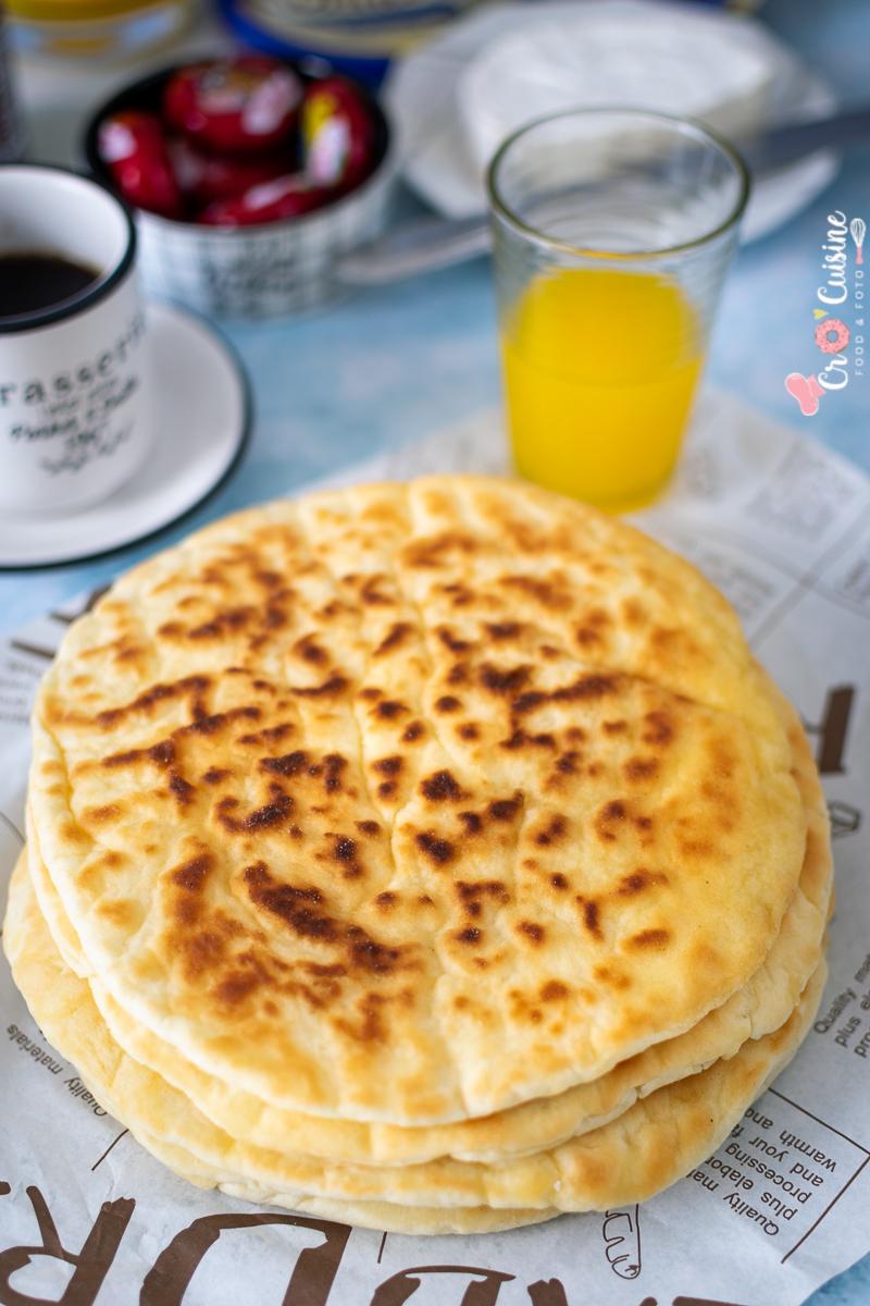 un pain au yaourt sans levure fraîche qui dépannera vos petits déjeuner et pas que