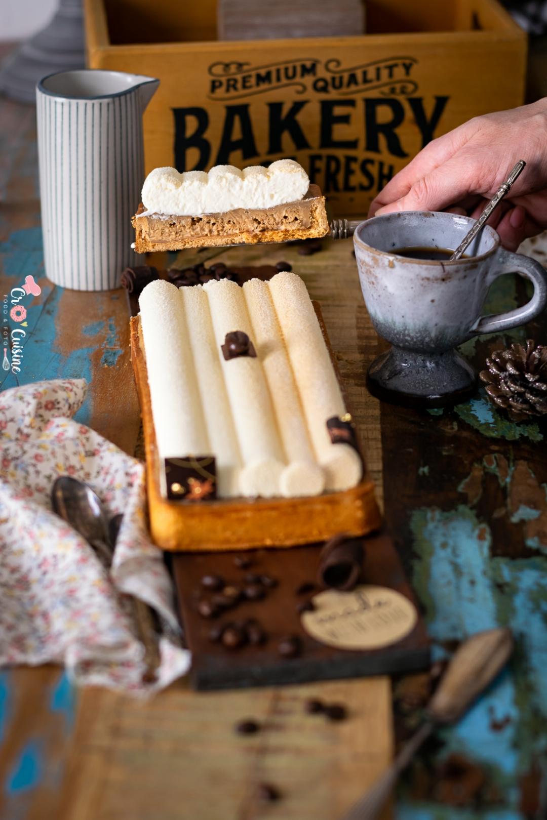 Une délicieuse tarte entremets au café pour les amateurs d'or noire. À déguster sans complexe.