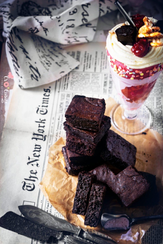 Une recette de brownie totalement réconfortante. Riche et dense intense en chocolat.